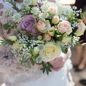 bride and bouquets, buckinghamshire