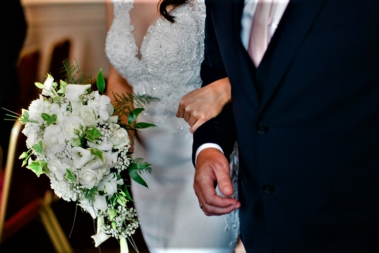 bride's shower bouquet windsor, berkshire