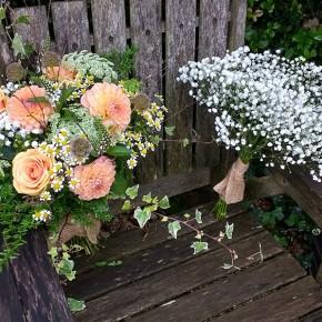 vibrant peach, wedding bouquets
