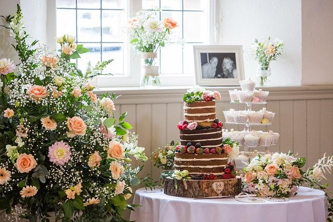 wedding florist buckinghamshire - summer country style wedding